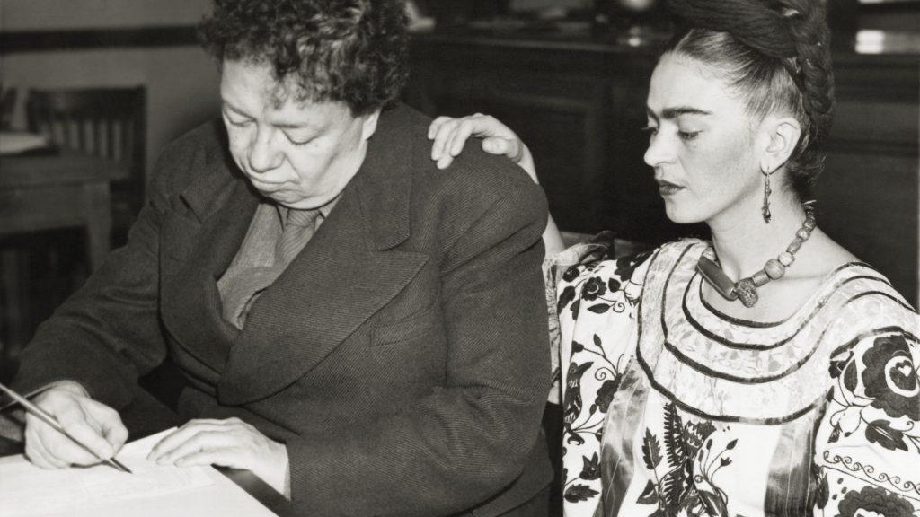 Frida Kahlo y Diego Rivera al momento de casarse en 1929